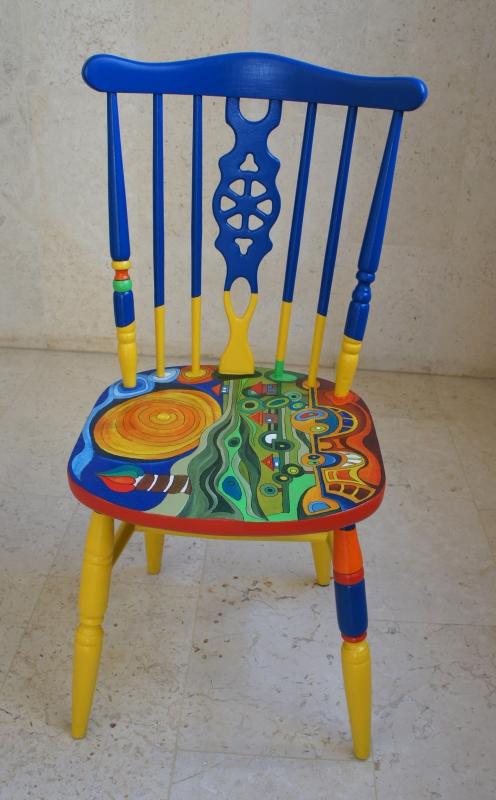כסא בהשראת עבודותיו של הונדרטוואסר 001
