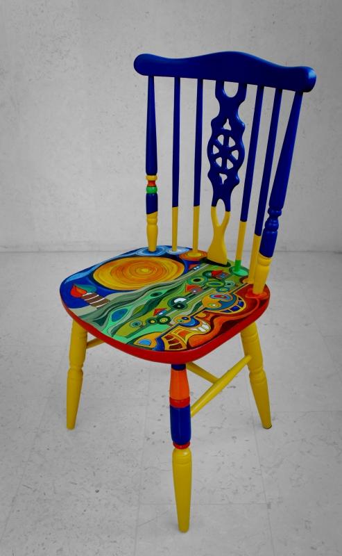 כסא בהשראת עבודותיו של הונדרטוואסר 002b1