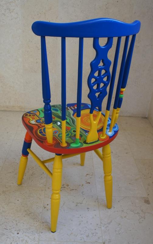 כסא בהשראת עבודותיו של הונדרטוואסר 004