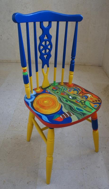 כסא בהשראת עבודותיו של הונדרטוואסר 006