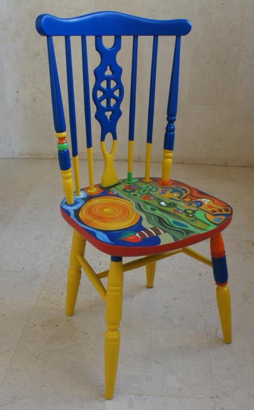 כסא בהשראת עבודותיו של הונדרטוואסר 011