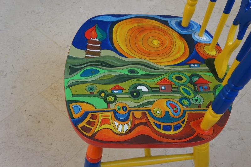 כסא בהשראת עבודותיו של הונדרטוואסר 016