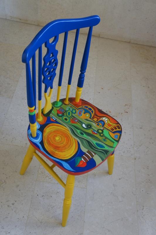 כסא בהשראת עבודותיו של הונדרטוואסר 020