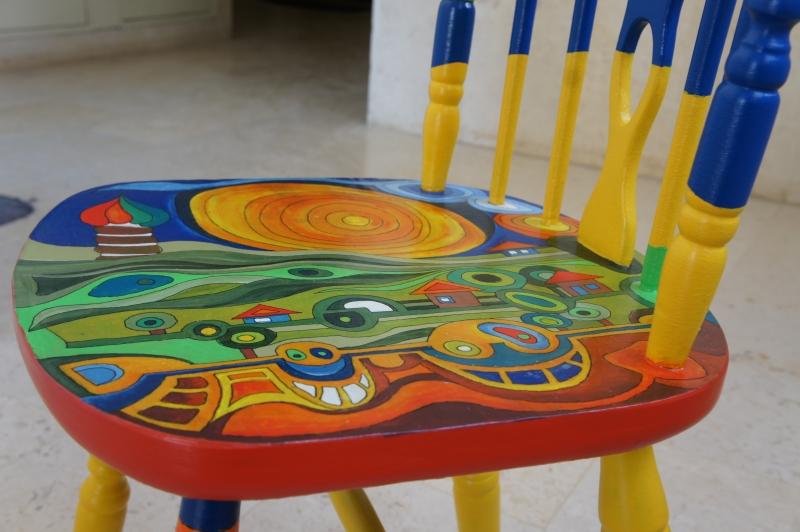 כסא בהשראת עבודותיו של הונדרטוואסר 023